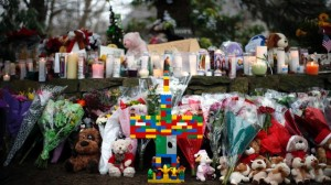 Makeshift-memorial-at-Sandy-Hook-Elementary-jpg